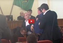 """У міськраді Харкова депутат назвав Майдан """"держпереворотом"""" і спровокував бійку"""